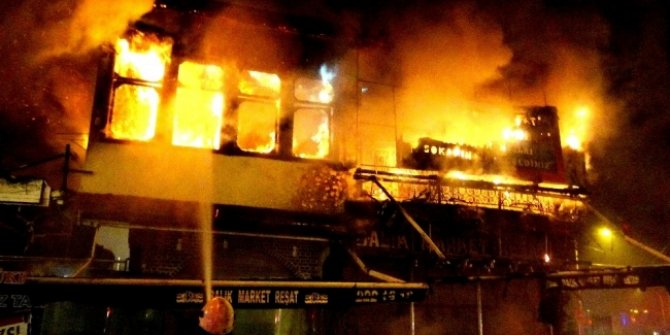 Bursa'nın sembolü haline gelen  Tarihi Arap Şükrü sokağında yangın