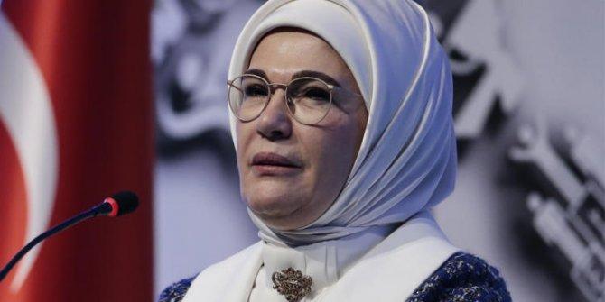"""Emine Erdoğan, """"Özgürlük adı altında size sunulan köleliklerin farkına varın""""!"""
