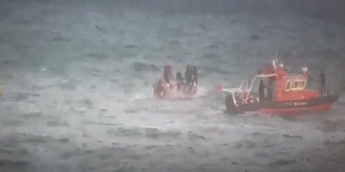 Güney Kore'de balıkçı teknesi alabora oldu