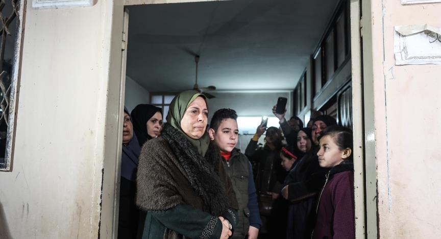 Gazze kadın şehidini uğurladı
