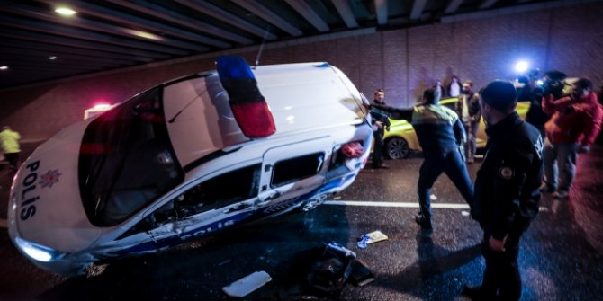 İstanbul'da taksi kovalayan polis aracı devrildi: 2 polis yaralı
