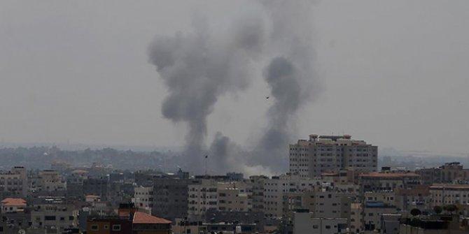 Gazze'nin kuzeyinde yer alan üç noktaya roket ve hava saldırısı