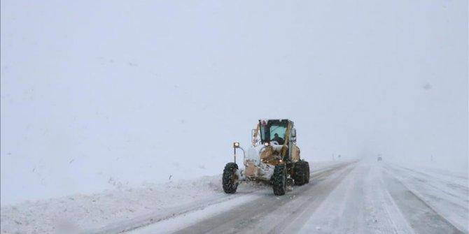 Kar ve tipi Doğu'da bin 220 köy ve mahalle yolu ulaşıma kapandı