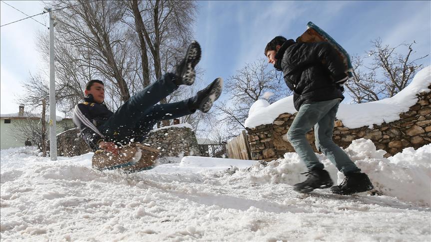 Kahramanmaraş'ın iki ilçesinde eğitime kar engeli