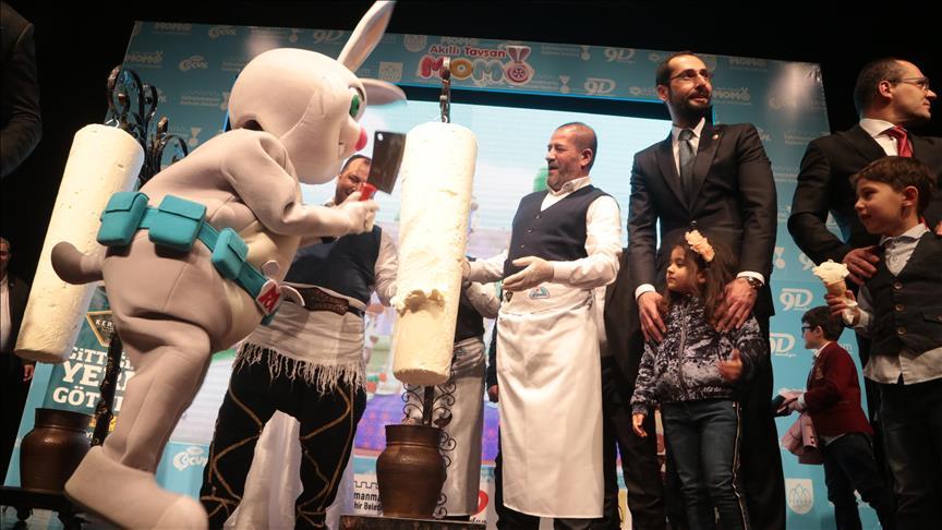 'Akıllı Tavşan Momo' dondurma kesti
