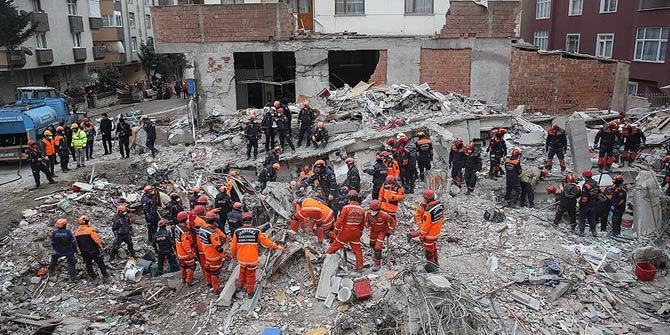 'Kartal'da çöken binada yaralananlardan 2'sinin durumu ciddi'