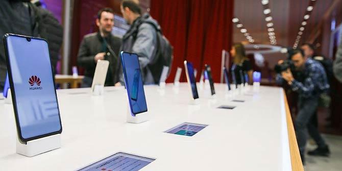 Huawei Türkiye'deki ilk deneyim mağazasını İzmir'de açtı