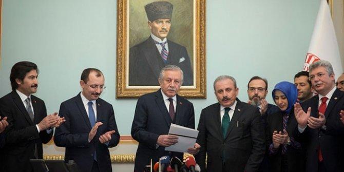 Mustafa Şentop başvuru dilekçesini verdi!