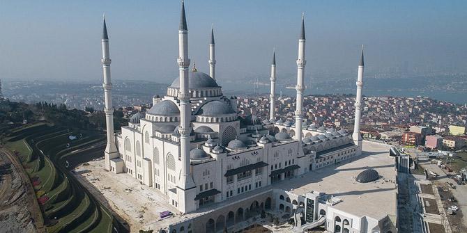 Çamlıca Camisi'nde ilk ezan Regaip Kandili'nde okunacak