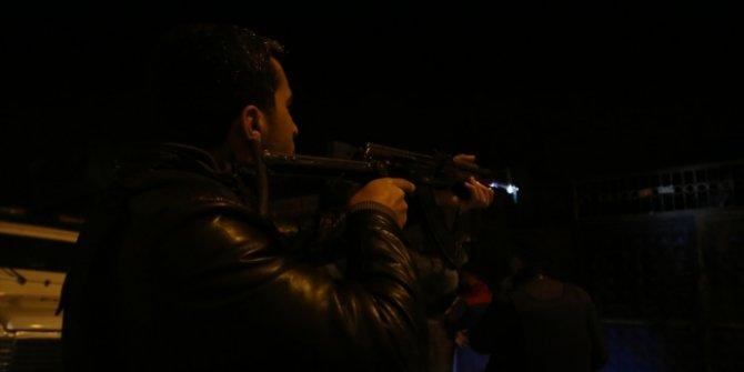 İhbar geldi, yüzü maskeli ve ellerinde uzun namlulu silahlı kişiler...!  Polis alarma geçti!