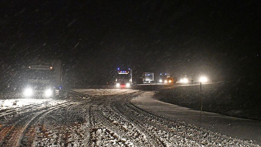 Tendürek Geçidi'nde ulaşıma kar engeli