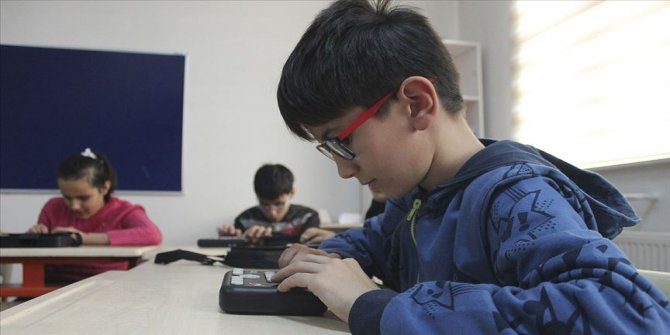 MEB'in engelli öğrencilere desteği devam ediyor