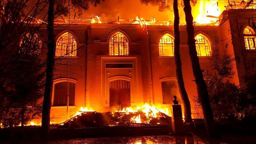 Denizli'de tarihi okulda yangın