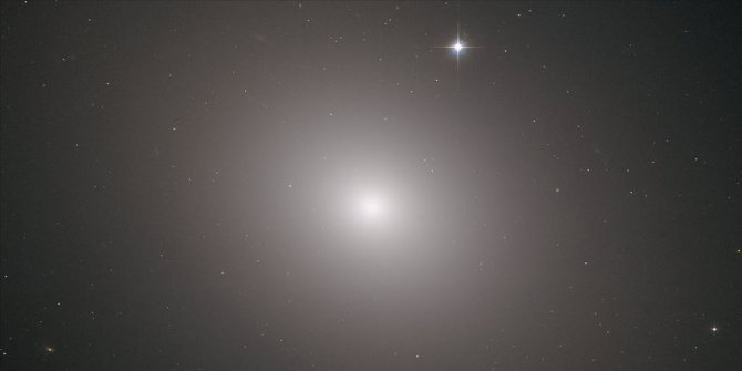 'Messier 49 Galaksisi Hubble Teleskobu tarafından fotoğraflandı
