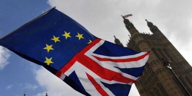 İngiltere'de üst üste Brexit istifaları