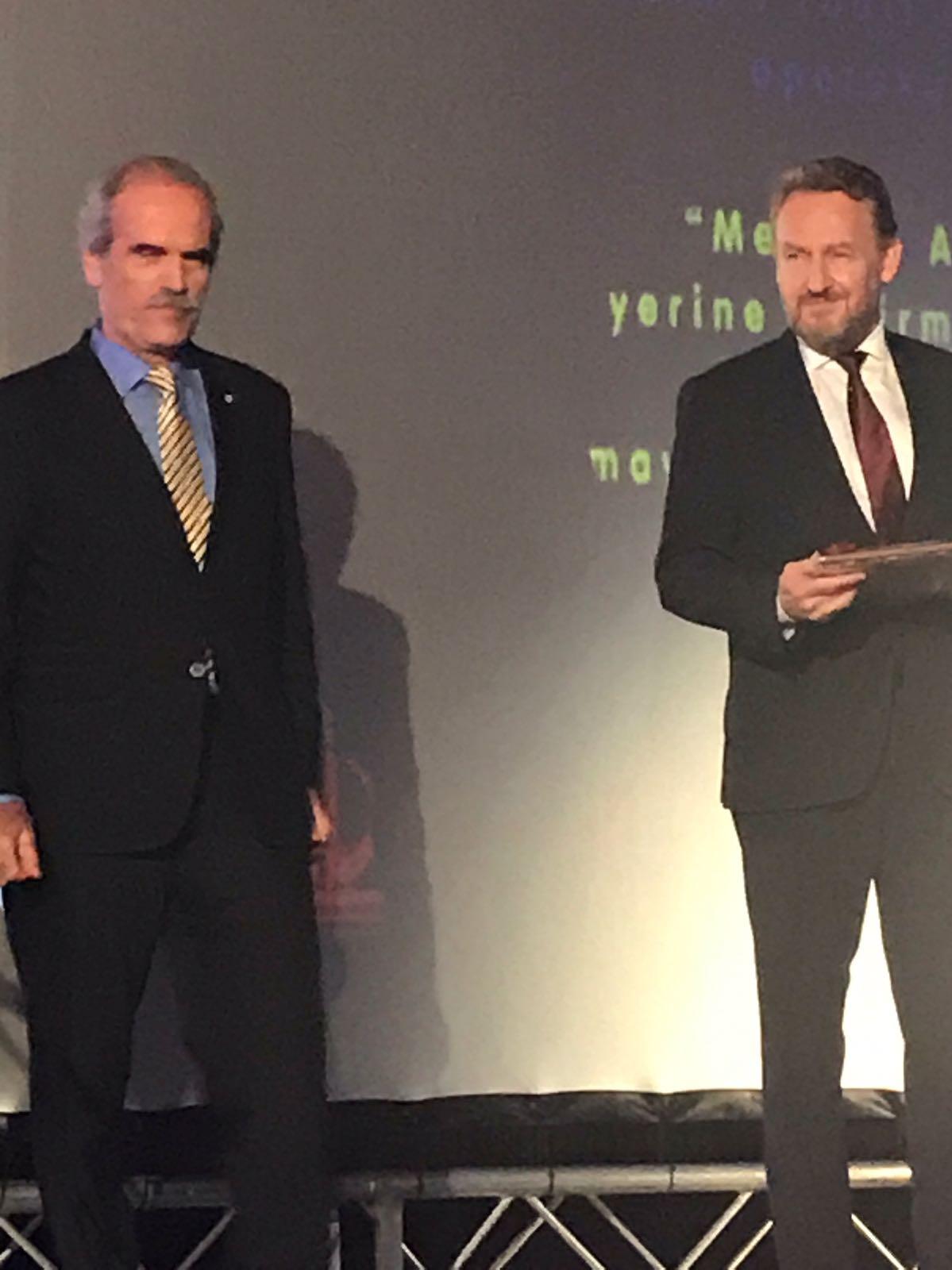 Cumhurbaşkanı Bakir İzzetbegoviç'ten Başkan Altepe'ye ödül