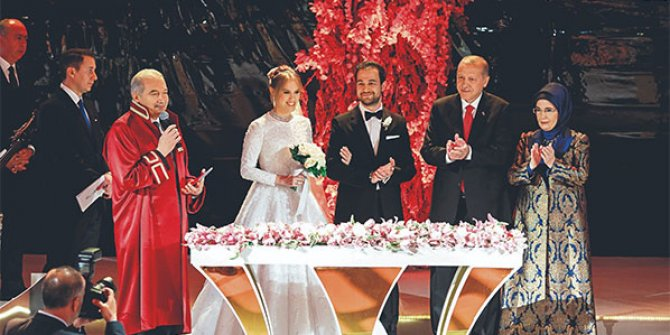 İki bine yakın davetlinin katıldığı yılın düğünü!