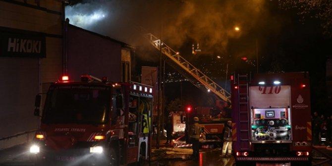 İstanbul'da iki katlı bir iş  yeri yangın!