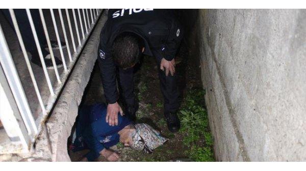 Kayıp sanıp aradılar balkonun altında uyurken bulundu