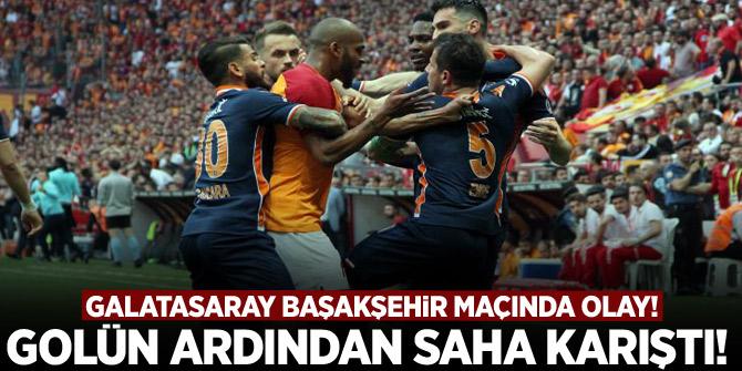 Galatasaray Başakşehir maçında saha karıştı