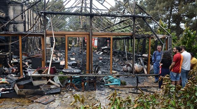 Ümraniye'de çıkan yangın restoranı kül etti