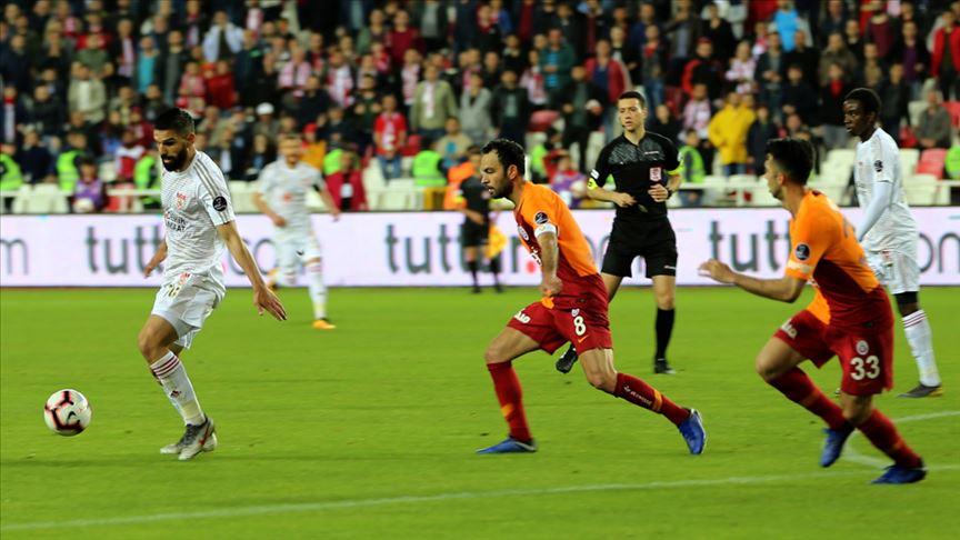 Şampiyon Galatasaray Sivasspor engeline takıldı!