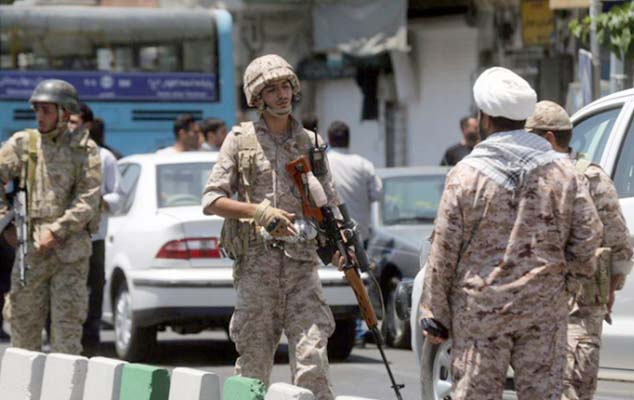İran'da güvenlik güçlerine saldırı: 1 ölü