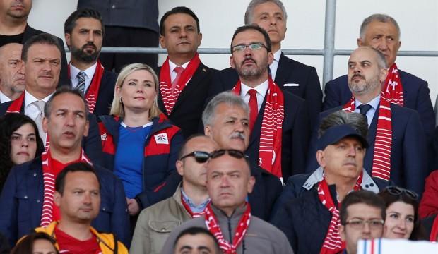 İzlanda'ya giden Kasapoğlu maç sonu konuştu! 'Gençlerimiz ümit verdi'