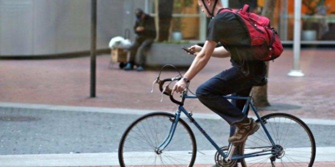 Bisiklet sürücülerinin cep telefonu kullanımı yasaklandı! Ceza 95 avro