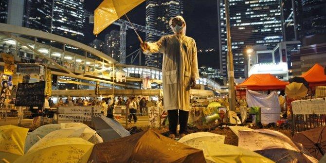 Hong Kong'un Çin yönetimine geri dönme yıl dönümünde protesto!