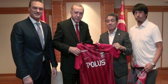 Erdoğan'dan Alpay Özalan'ın futbol oynadığı kulübe ziyaret