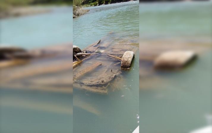 Siirt Botan Çayı'nda sular çekilince otomobil ortaya çıktı