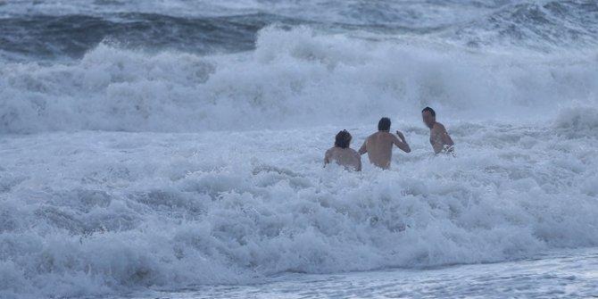 Yasağa rağmen denize girenlere tutanak