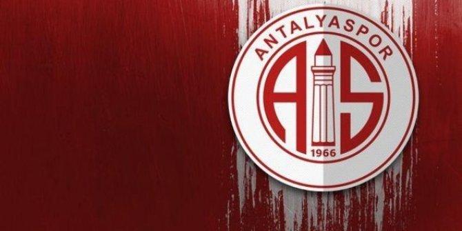 Antalyaspor'da yeni sezon hazırlıkları devam ediyor! Yolları ayırıyor!