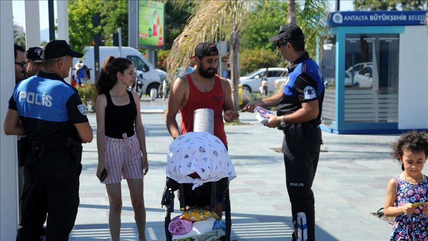 Antalya Emniyeti 10 bin broşür dağıttı