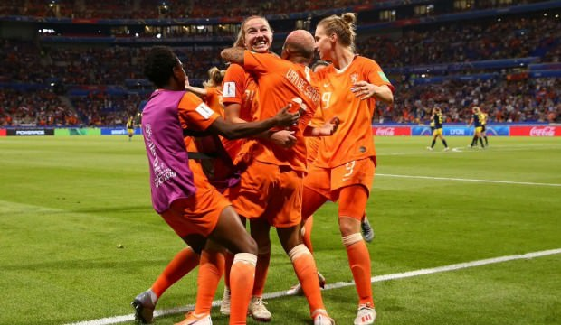 Kadınlar Dünya Kupası'nda finalin adı: Hollanda ABD