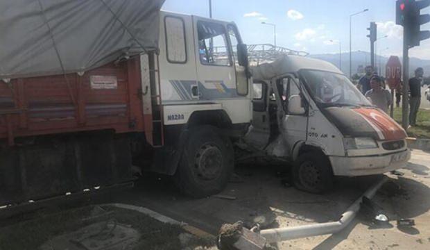 Konya'da feci kaza: Çok sayıda yaralı var