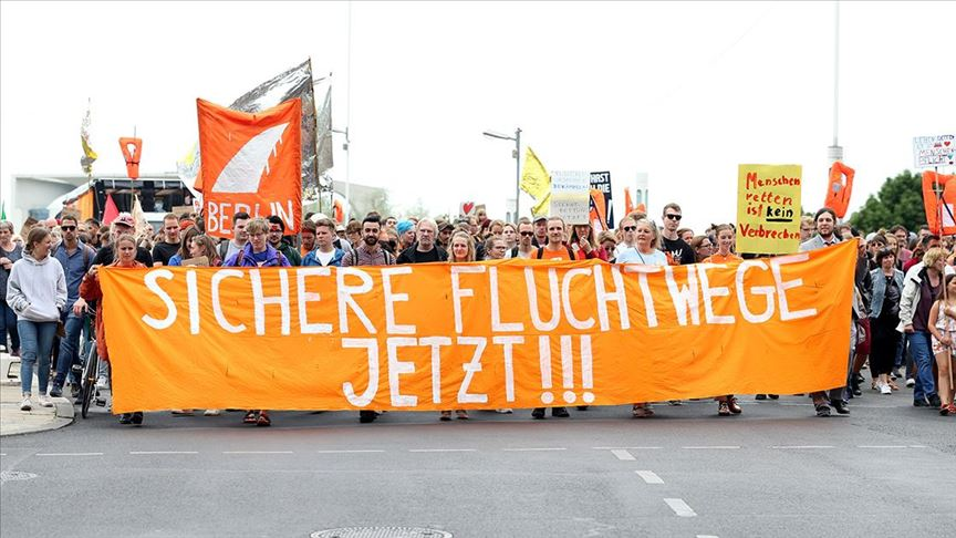 Almanya'da sığınmacılara destek yürüyüşü!