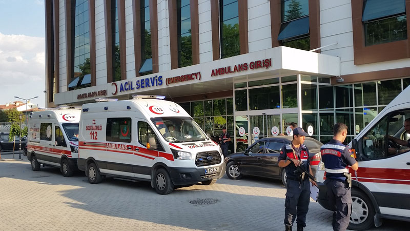 Otomobil şarampole yuvarlandı: 4 ölü, 1 yaralı