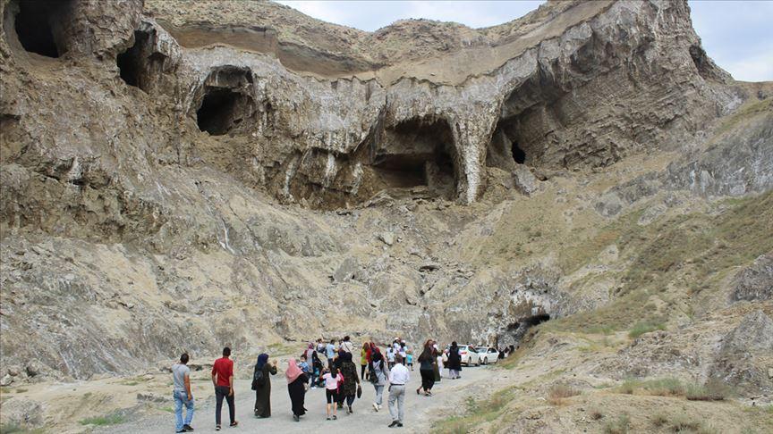 Tuz mağarasında toplu nikah töreni yapıldı!
