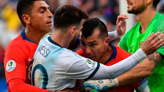 Üçüncülük maçında Medel ve Messi birbirine girdi!