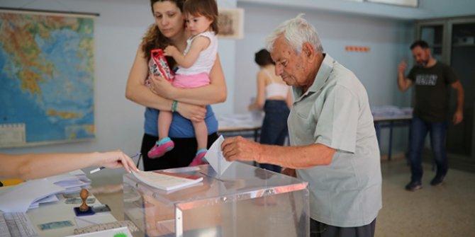 10 milyon kayıtlı seçmen Yunanistan'da sandık başında