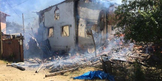 Kastamonu'da yangın: 5 ev küle döndü