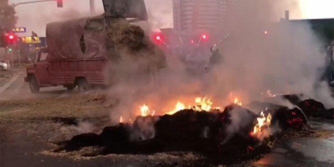 Başkentte seyir halindeki kamyonda yangın
