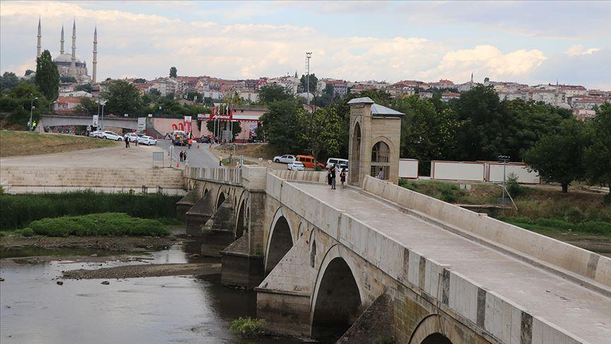 Tarihi köprü trafiğe kapatıldı! Restorasyon çalışması yapılacak!