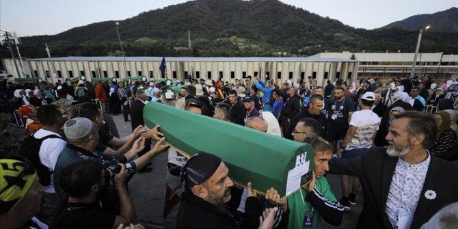 Srebrenitsa soykırımında öldürülen 33 kurbanın cenazeleri anıt mezarlığına taşındı!