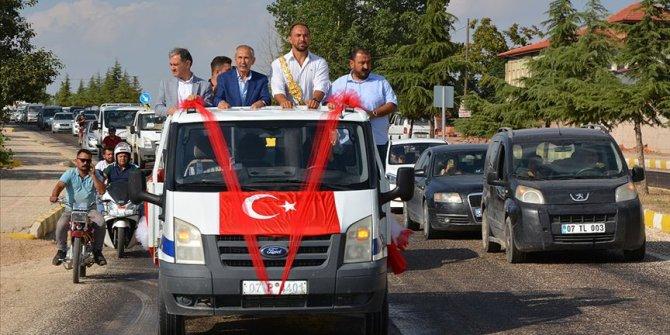 Başpehlivan Ali Gürbüz'e Antalya karşılama töreni