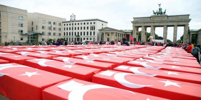 Almanya'nın tarihi meydanında 15 Temmuz etkinliği düzenlendi
