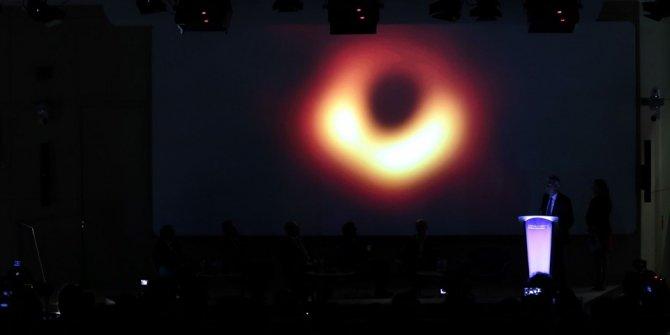 Türk profesör kara deliklerin sırlarını anlattı! (NASA'da görev yapıyor)