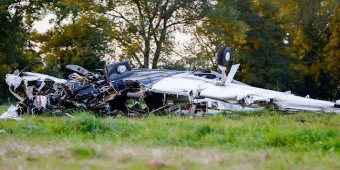 Almanya'nın Karlsruhe kentinde uçak düştü